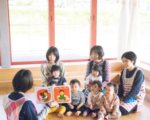 """良き絵本との出会いは、""""豊かな心""""と""""親子の絆""""を育みます。"""